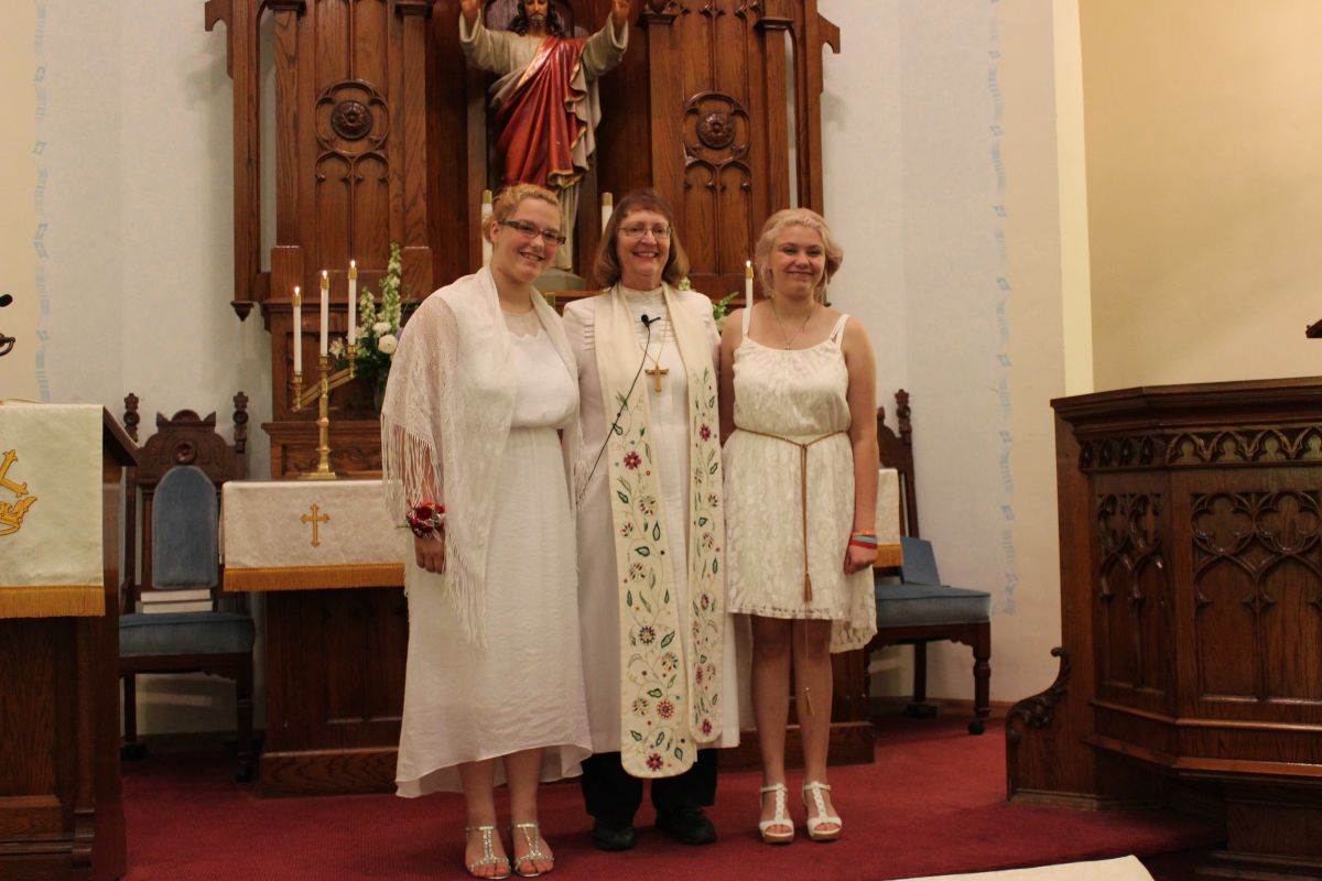 Confirmation 31 May 2015, Samantha Dunlap, Pastor Karen Tamorria, Paige Swallow